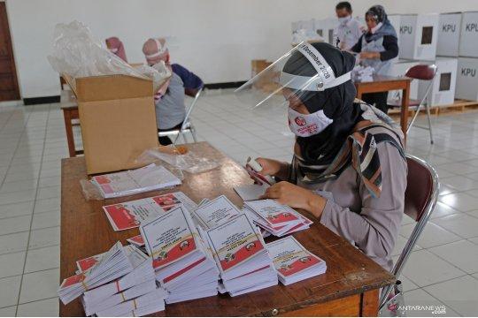 KPU terapkan protokol kesehatan dalam pelipatan surat suara