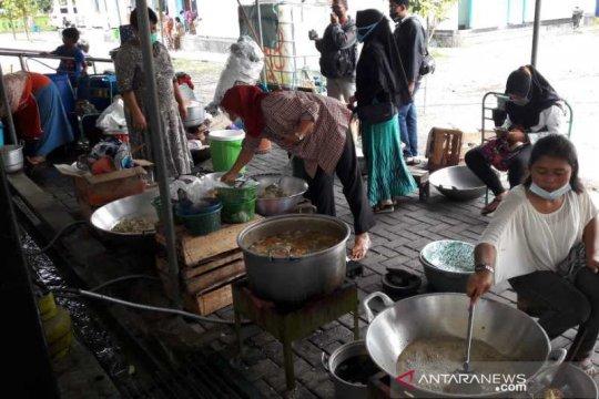 Banyurojo berdayakan pengungsi Merapi di dapur umum