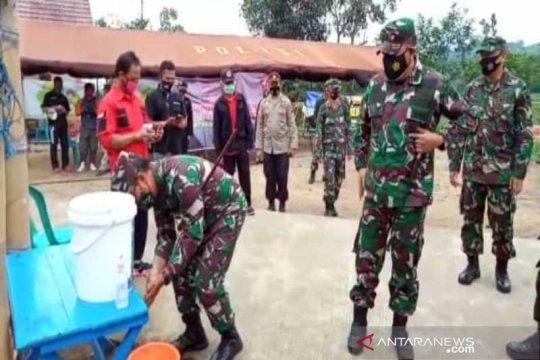 Pangdam IV/Diponegoro tinjau tempat pengungsian Merapi di Boyolali