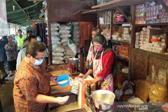 Bantul gencarkan gerakan belanja produk UMKM di pasar tradisional