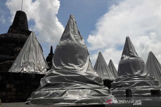 Lorong dan stupa Borobudur ditutup terpaulin antisipasi erupsi Merapi