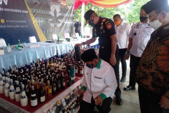 Bea Cukai musnahkan barang ilegal senilai Rp5 miliar di Gedung Sate