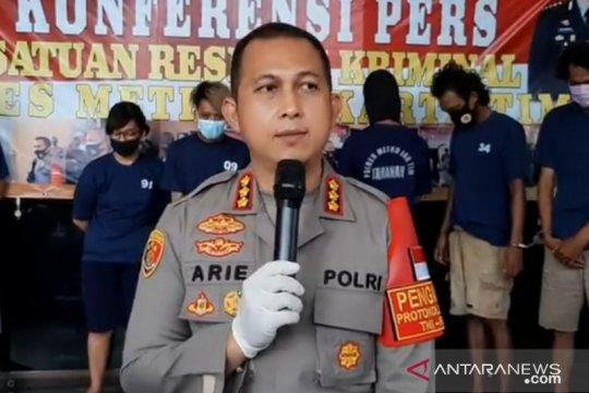 Polisi tangkap bajing loncat pencuri lempengan besi di Jaktim