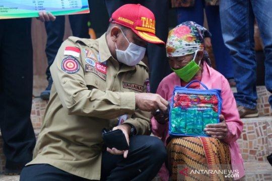Kemensos distribusikan tenda dan logistik untuk pengungsi Merapi