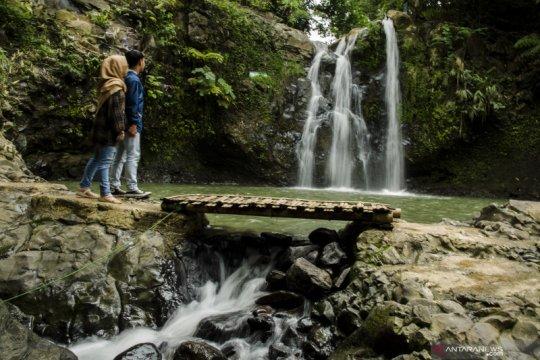 Daya tarik wisata air terjun di Jawa Barat
