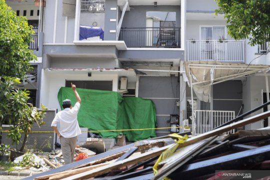 Rumah rusak akibat ledakan di Bekasi