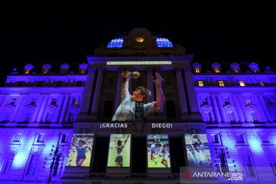 Penggemar meratapi kepergian Diego Maradona