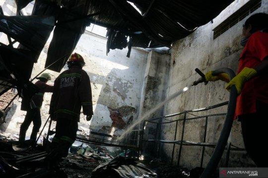 Gudang toko sukucadang mobil di Tulungagung terbakar