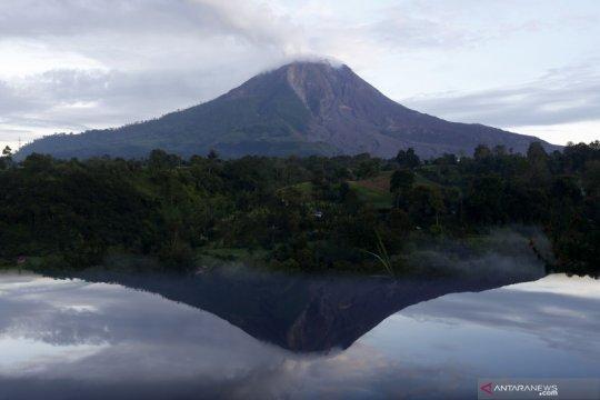 Gunung Sinabung meletus, semburkan debu setinggi 500 meter
