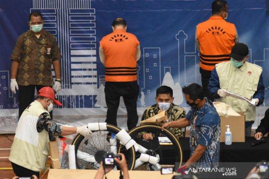 Mantan Menteri KKP Edhy Prabowo disebut perintahkan beli sepeda