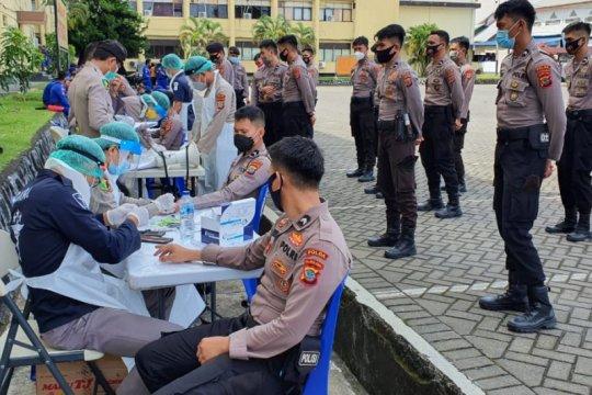 Personel Polda Sulut lakukan pengamanan TPS jalani tes cepat