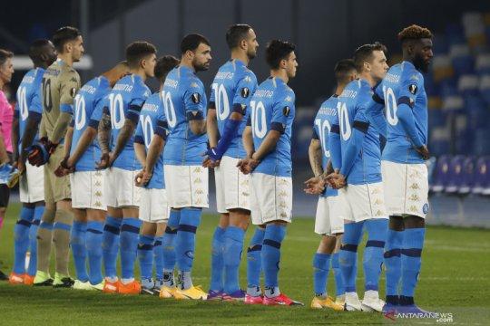 Kenang Maradona, para pemain Napoli kenakan Jersey nomor 10