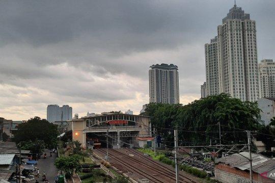 BMKG ingatkan potensi hujan disertai angin siang ini di Jakarta