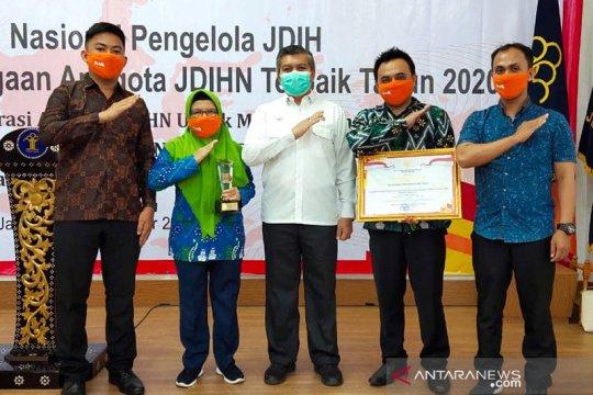 Kubu Raya terima penghargaan JDIH 2020