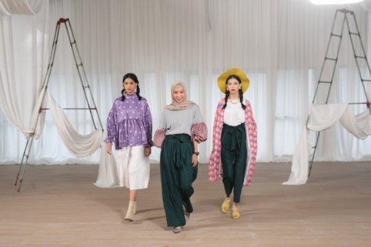 Dua jenama lokal berkolaborasi lahirkan busana feminin gaya retro