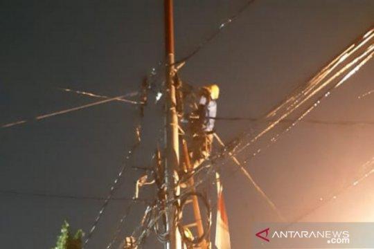 PLN: Korsleting  di Jalan Balai Pustaka akibat kabel tanah terbakar