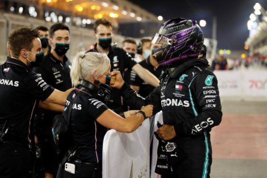 Hamilton raih pole position ke-98 sepanjang kariernya di Bahrain