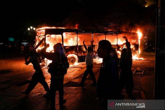 Demonstran tuntut Presiden Guatemala Alejandro Giammattei mengundurkan diri