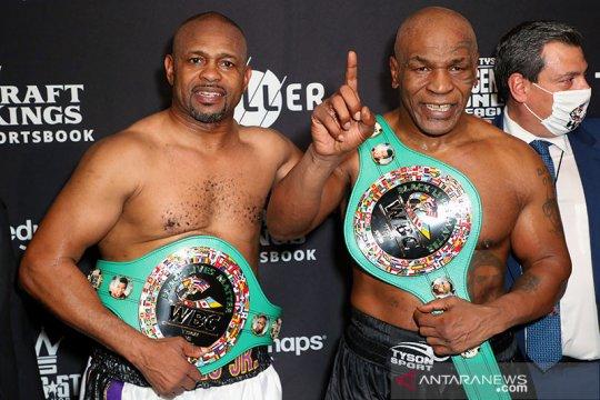 "Duel ""comeback"" Tyson vs Roy Jones berakhir imbang"