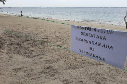 Limbah minyak hitam cemari pantai di Kabupaten Bintan