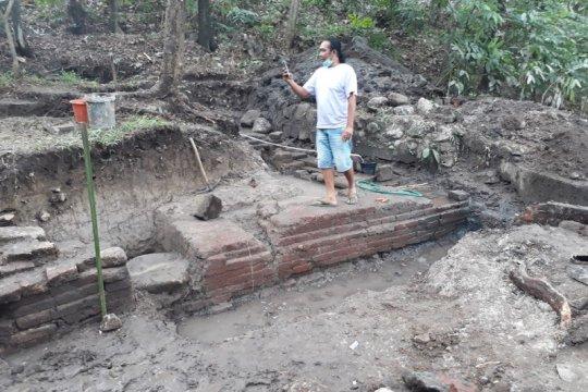 Arkeolog temukan pola petirtaan Gunung Klotok Kediri miliki dua bilik
