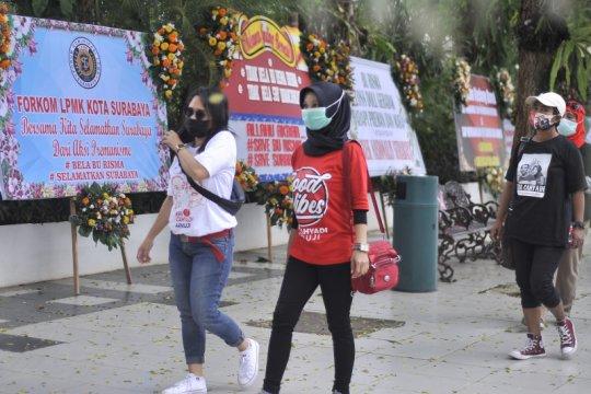 Karangan bunga bela Risma banjiri Balai Kota Surabaya