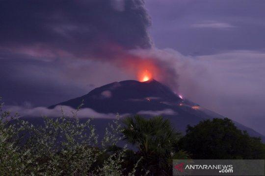 Erupsi Gunung Api Ili Lewotolok di Lembata