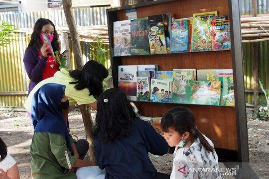 Di Taman Baca itu, anak-anak menemukan kebahagiaan