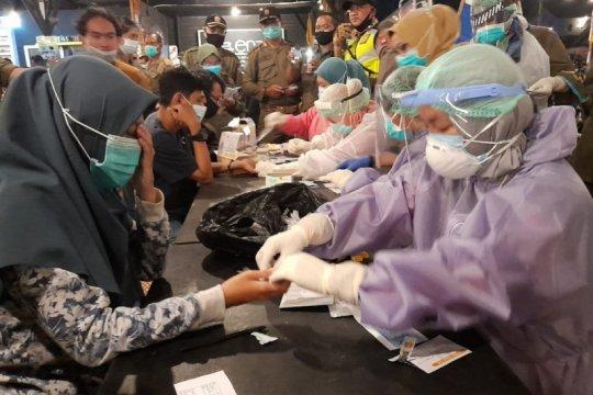 Tak indahkan prokes, 13 orang di Pontianak reaktif hasil tes di warkop