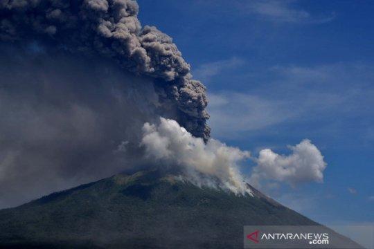 Beralasan lansia, warga sekitar Gunung Ili Lewotolok belum dievakuasi