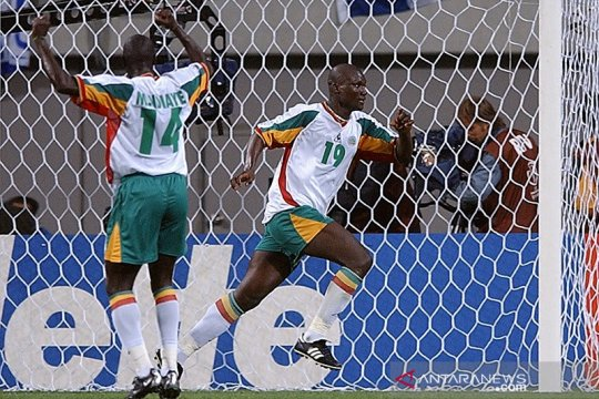 Mantan gelandang Senegal Bouba Diop meninggal dalam usia 42 tahun