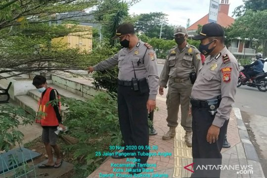 69 pelanggar tertib masker terjaring aparat di Tambora, Jakbar