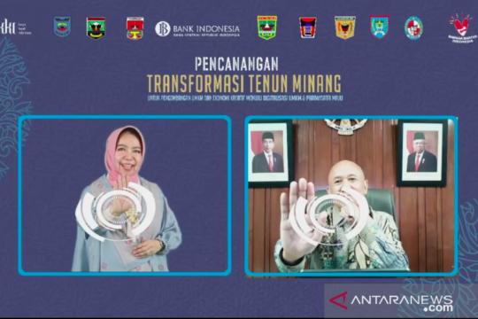 Menteri Koperasi UKM canangkan transformasi tenun Minang