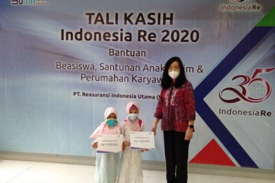 Sambut HUT ke-35, Indonesia Re berikan beasiswa dan santunan kepada anak yatim