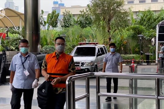 Belasan tersangka kasus benur diamankan di Gedung KPK
