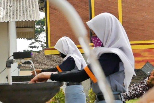 Siswa SMKN Bansari membuat alat cuci tangan sensor ultrasonik