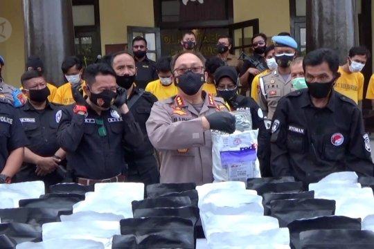 Polisi ungkap rumah produksi tembakau gorila
