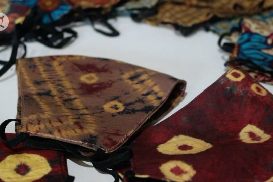 Masker motif Jumputan, peluang usaha dari kain khas Palembang