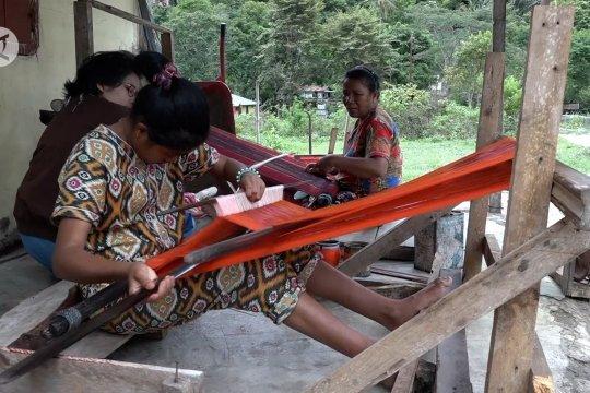 Melirik Desa Adat Meat penghasil Ulos Ragi Hotang