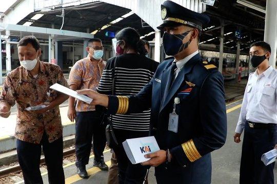 PT KAI Daop 2 bagikan 1.000 masker kepada penumpang