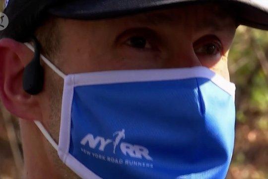 Pria buta berlari sejauh 5 KM dipandu aplikasi di ponselnya