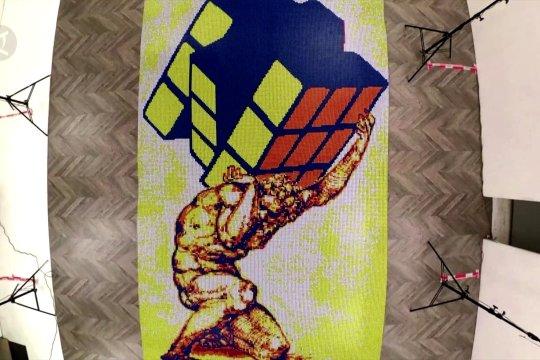 Seniman Italia membuat mosaik dengan 6.000 kubus ajaib