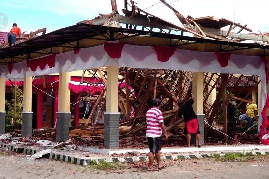 Kantor kelurahan di Jember ambruk