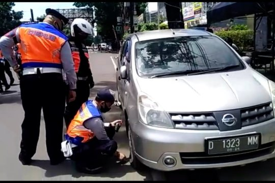 Parkir liar masih marak, Perda Derek diberlakukan di Bandung