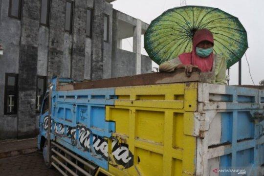 Gubernur kirim bantuan penanganan warga terdampak erupsi Semeru