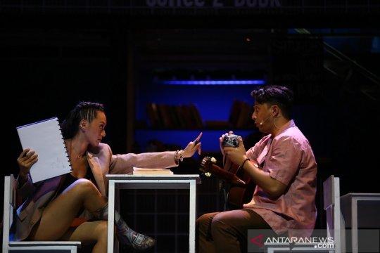 Mikha Tambayong hingga Sal Priadi ungkap tantangan main musikal