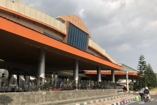 Aktivitas Semeru meningkat, Bandara Abdul Rachman Saleh tetap normal