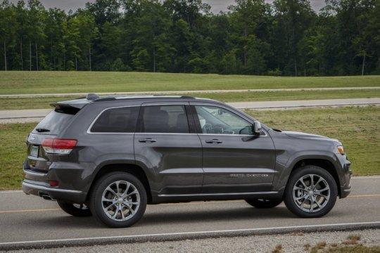 """Jeep Grand Cherokee EcoDiesel kena """"recall"""" karena mesin bisa terbakar"""