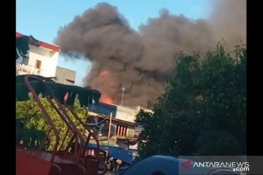 Belasan rumah di Angke terbakar