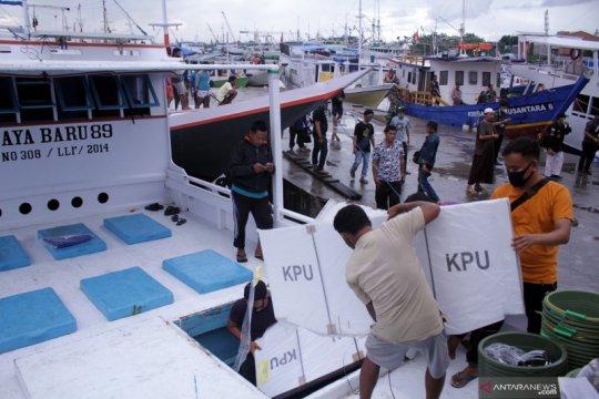 Distribusi logistik Pilkada serentak ke pulau-pulau kecil